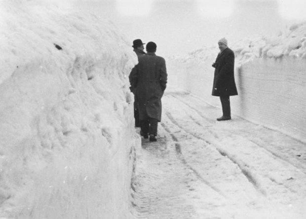 Podczas zimy przełomu 1962-1963 zamknięto szkoły, kina, teatry i muzea. Sparaliżowała kolej i drogi<br />