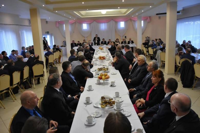 Ponad 150 rolników spotkało się 14 stycznia w Lubieniu Kujawskim z ministrem Janem Krzysztofem Ardanowskim, przedstawicielami Sejmu i Senatu oraz organizacji