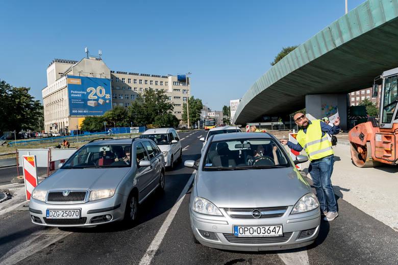 Przejazd w stronę mostu Pokoju i od mostu Grunwaldzkiego będzie zamknięty dla samochodów osobowych przez cztery dni. Także osiem linii MPK nie pojedzie