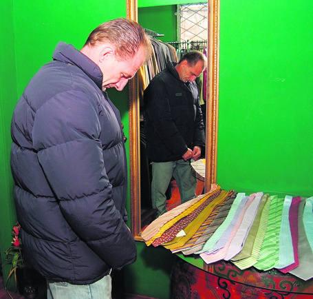Marcin Bergier jest zachwycony kurtką Levisa za 85 zł, która normalnie kosztuje dwa razy tyle.