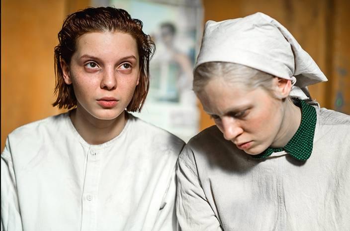 Kadr z filmu Wysoka dziewczyna