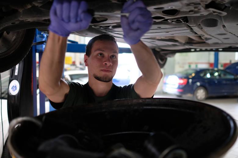 Już ponad 30 proc. kierowców odwiedza warsztat samochodowy nawet 5 razy w roku. Kierowcy wydawali w tym roku średnio 1360złotych na różnego rodzaju