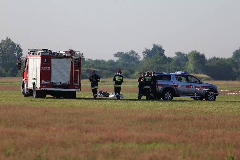 Do niecodziennego wypadku doszło w niedzielne popołudnie w Charłupi Wielkiej w powiecie sieradzkim. Na dach jednego z domów mieszkalnych spadł paralotniarz.CZYTAJ