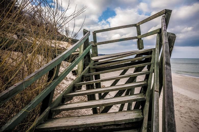 Odbudują schody na plażę w Chłapowie