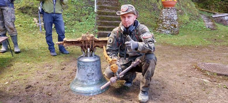 To Krzysztof Wiśniewski namierzył sygnał ukrytego dzwonu
