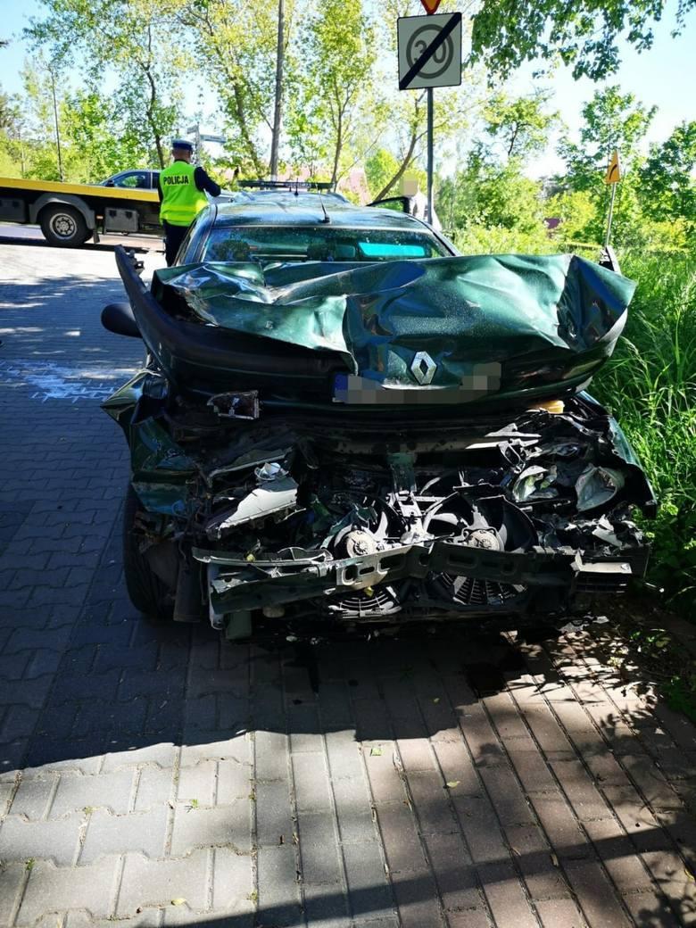 Zderzenie osobówki z ciężarówką w Jastrzębiej Górze, 2.06.2020Do groźnego wypadku doszło na ul. Królewskiej w Jastrzębiej Górze we wtorek, 2 czerwca