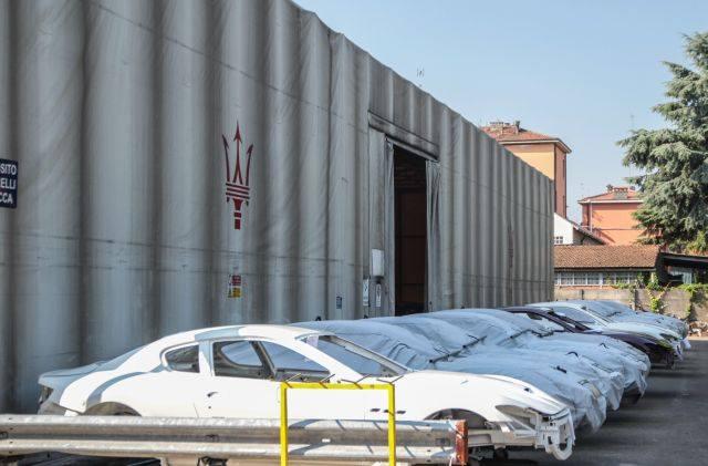 Zakład w Modenie to właściwie nie fabryka, lecz zakład montażowy - jeden z najnowocześniejszych na świecie. Z nadwoziowni w Turynie przyjeżdżają tu karoserie,