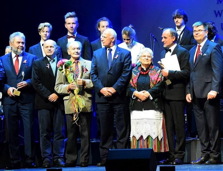 Stanisław Wiesław Dąbrowski, Wojciech Adam Szroeder, Tomasz Wiśniewski, Jerzy Nikitorowicz, Stanisława Ewa Skowysz Mucha, Szymon Hołownia dostali nagrody
