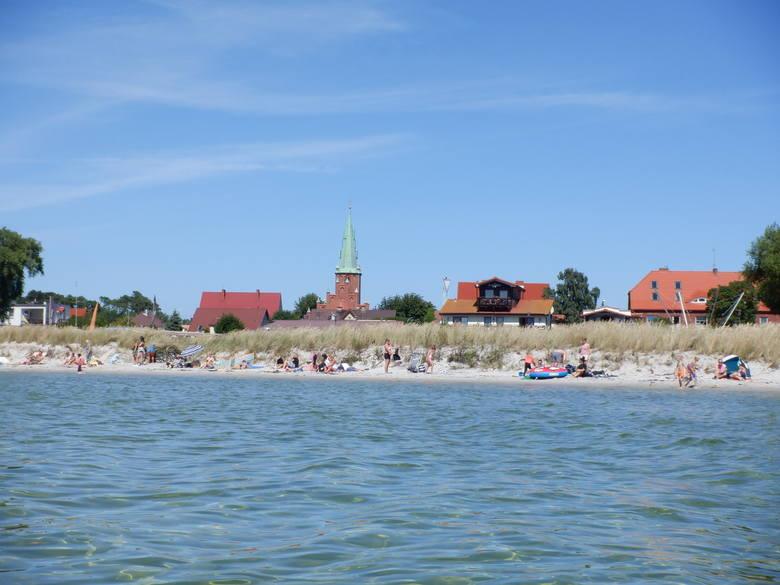 Z Rewy do Kuźnicy (na zdjęciu) jest 14 km. Teraz tylko lądowanie na plaży, obiad w portowej knajpie i powrót na morze