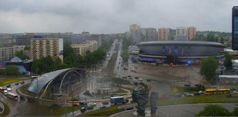 Dwa TIRy zderzyły się w tunelu w stronę Sosnowca. Wypadek w Katowicach spowodował ogromne utrudnienia