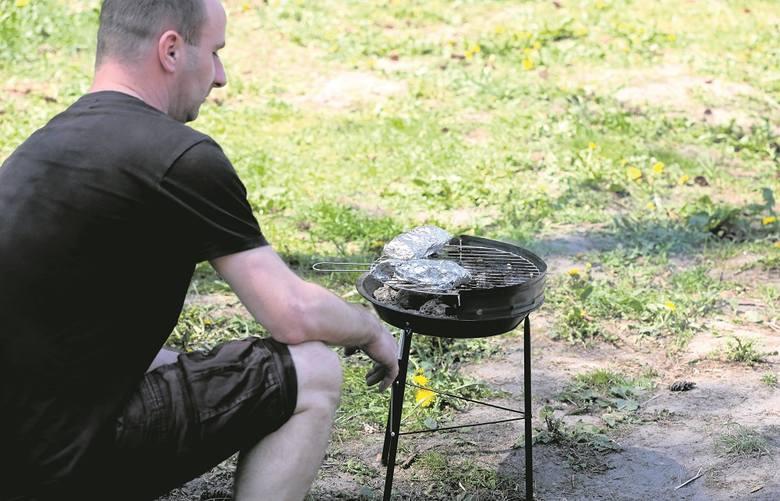 GotuJemy: Do rozpałki węgiel i drzewo liściaste, do smażenia tacki. Tak jest zdrowiej