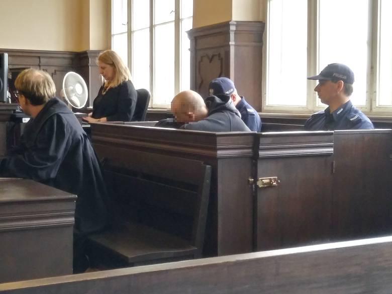 Proces Romana S. oskarżonego o zasztyletowanie 38-letniej Patrycji. Świadek ukarany grzywną