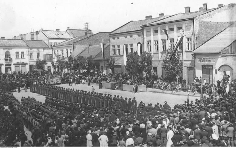 Posiedzenie Rady Miejskiej na rynku w Gorlicach