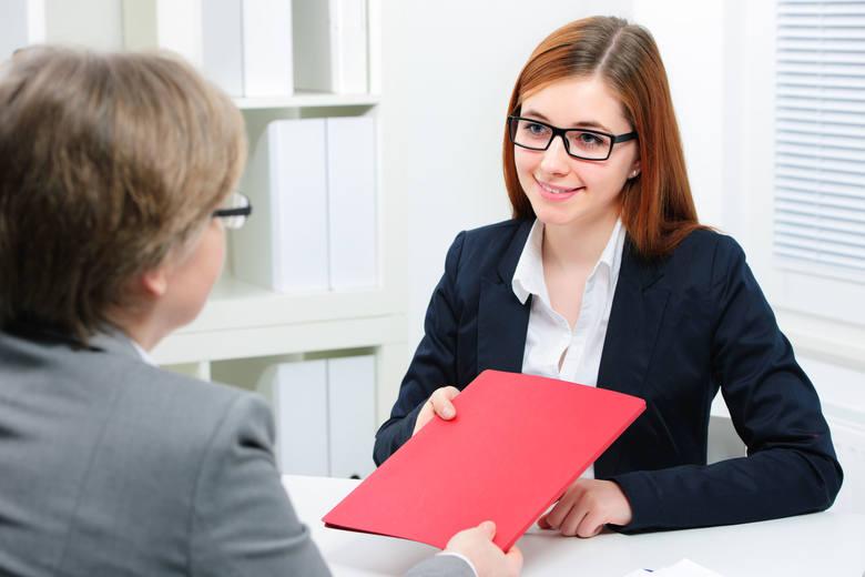Referencje wciąż są niedoceniane. Tymczasem dołączenie do CV referencji od byłego szefa lub współpracowników jest skutecznym sposobem na zwiększenie