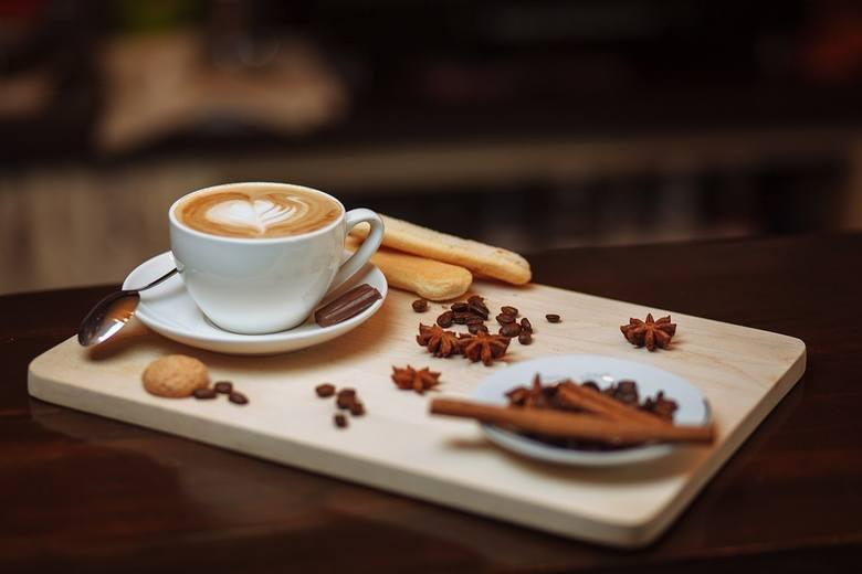 W mroźny dzień najlepiej ogrzać się gorącą kawą. A gdzie we Wrocławiu można wypić najsmaczniejszą? Oto ranking 10 najlepszych kawiarni we Wrocławiu według