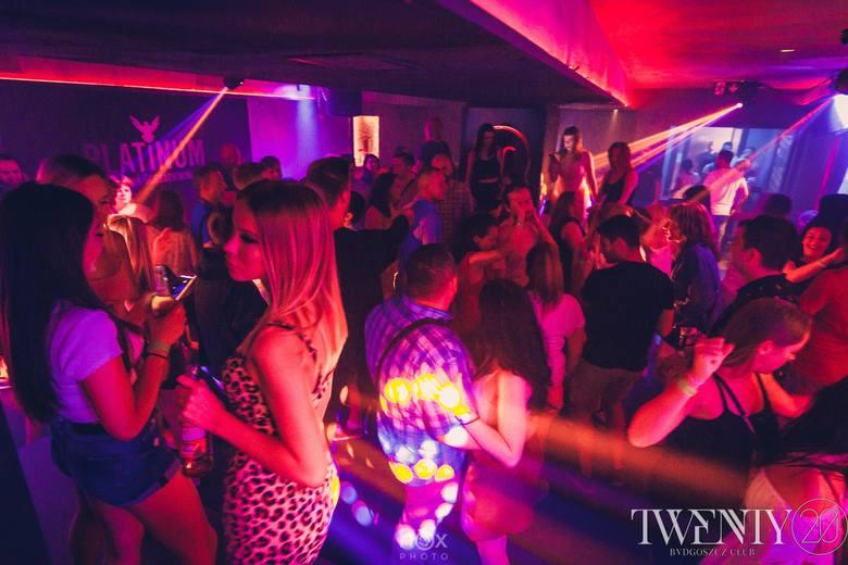 W Twenty Club Bydgoszcz zabawa w sobotni wieczór trwała do białego rana. Na parkiecie panowało istne szaleństwo. Zobaczcie fotorelację z imprezy!