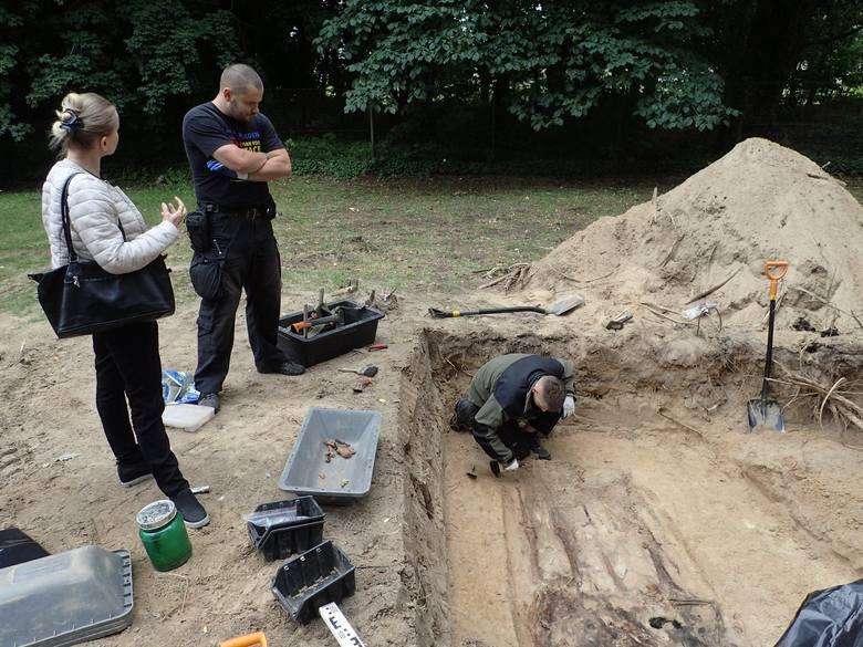 Prace na cmentarzu komunalnych w Gorzycy (to miejscowość na terenie powiatu międzyrzeckiego), prowadzono w poniedziałek, 16 lipca. Znaleziono w tym miejscu