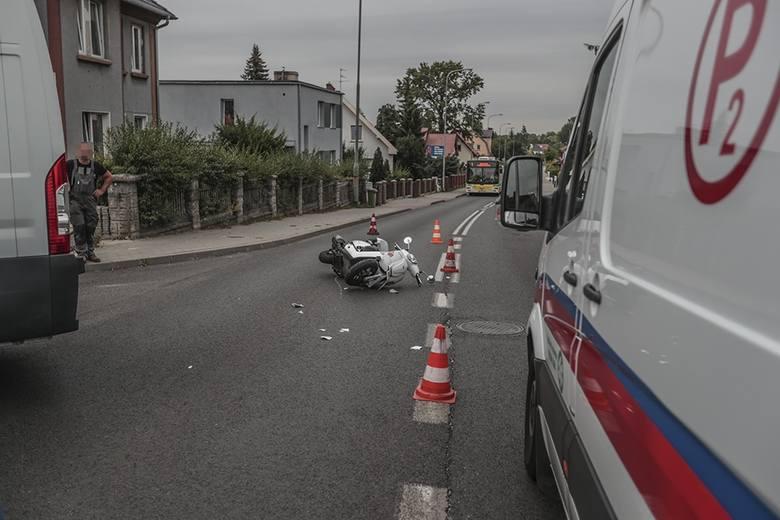 Do wypadku doszło w środę, 31 lipca, na ul. Jędrzychowskiej. Kierujący busem uderzył w motorower. Ranna kobieta została przewieziona do szpitala.Kierujący