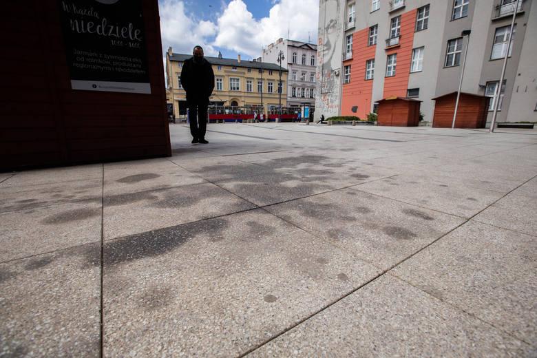 Plamy po oleju niedaleko biura poselskiego PiS przy Gdańskiej 10 miały zostawiać stojące tam i pilnujące biura radiowozy.