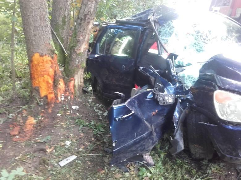 Dwie osoby ranne w wypadku na drodze wojewódzkiej 163 koło Kluczewa (gmina Czaplinek).Do wypadku doszło w piątkowe popołudnie na drodze nr 163 z Kluczewa