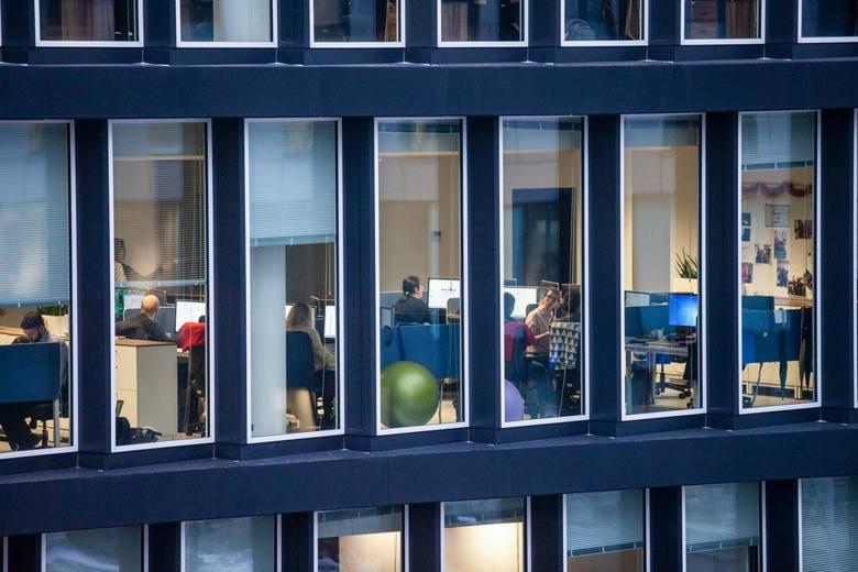 O zmianach zasad przyznawania urlopów wypoczynkowych oraz rozliczania czasu pracy, w tym zwłaszcza godzin nadliczbowych, dyskutuje się cały czas – chociażby