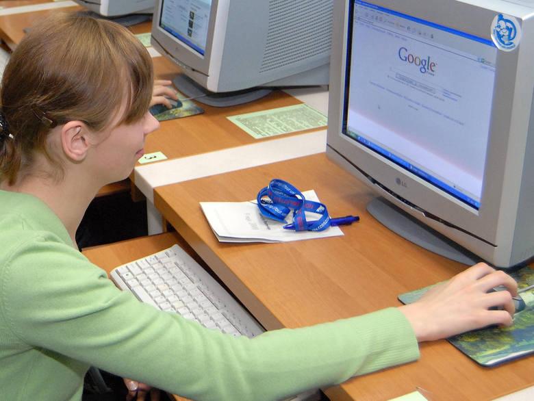 Nie pozwalaj dziecku spędzać więcej niż 2 godziny dziennie  przed telewizorem czy przy komputerze.