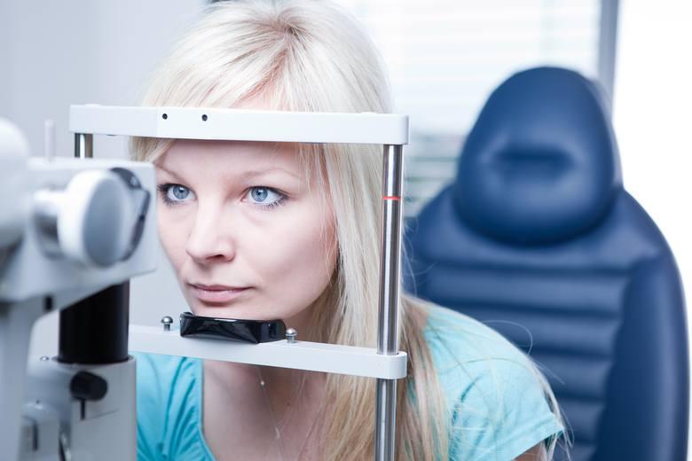 Regularne badania wzroku umożliwiają wczesne wykrycie i leczenie jego zaburzeń i pozwalają minimalizować ich progresję