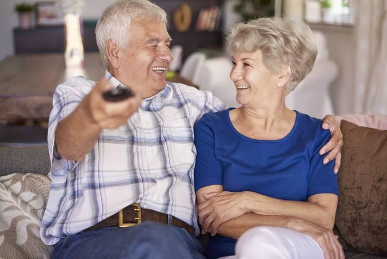 Dziś zaglądamy do portfeli emerytów i rencistów.  Pokazujemy dochody emerytów i rencistów na podstawie informacji, które sami nam przekazali. Większość