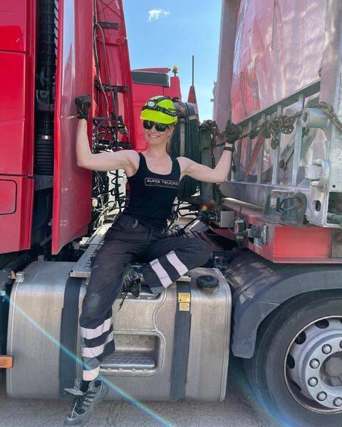 Iwona Blecharczyk - Trucking Girl prowadzi ogromne ciężarówki, przewozi największe ładunki.
