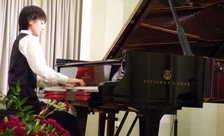 """Tomoya Nakase ma """"dobrą rękę"""" do mazurków. Zagrał więc najpierw Mazurka cis-mol opus 63 numer 3 Chopina, a potem Fantazję fis-mol opus"""