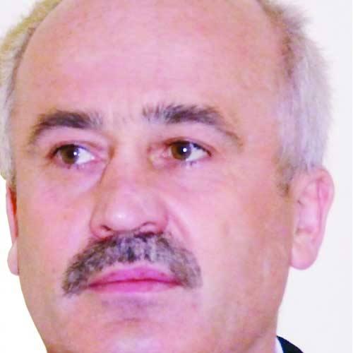 Janusz Garbacz ma 48 lat. Wykształcenie wyższe, doktoranckie, ekonomiczne. Jest żonaty, ma troje dzieci. Od kwietnia 2007 roku był zastępcą burmistrza.