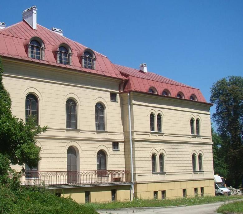 W Małopolsce zachodniej pałace i dworki przechodzą z rąk do rąk
