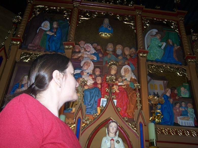 Dzisiaj w kościele w Oleśnie w miejscu skradzionego tryptyku jest tylko jego replika. Otoczona kultem figura świętej Anny ocalała, gdyż Dorota Szulc (na zdjęciu) przeniosła ją w inne miejsce.