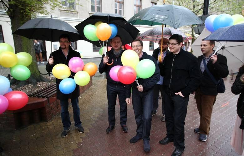 Marsz równości w Łodzi [zdjęcia, FILM] Deszcz obniżył frekwencję