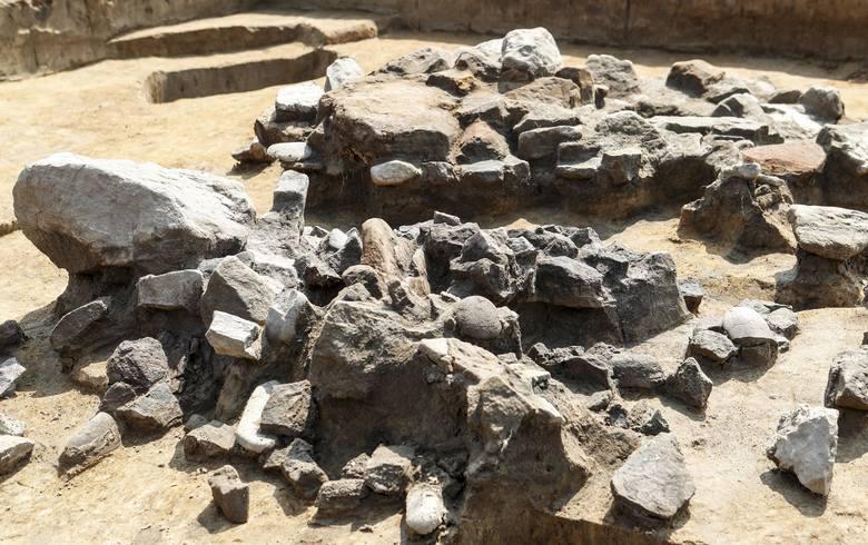 Wczesnosłowiańska osada w Jabłonicy Ruskiej.Archeolodzy natrafili na półziemiankę o kształcie kwadratu z ruiną pieca kamiennego w jednym z narożników.