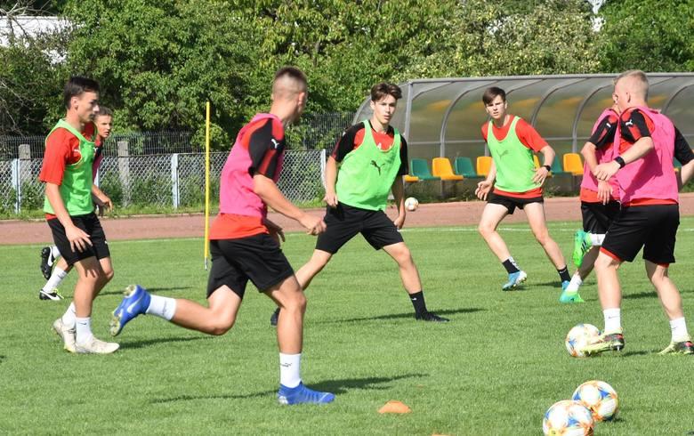 Piłkarze Korony Kielce z Centralnej Ligi Juniorów do 18 lat przygotowują się do kolejnego sezonu, ale na razie nie ma dokładnego terminu rozpoczęcia