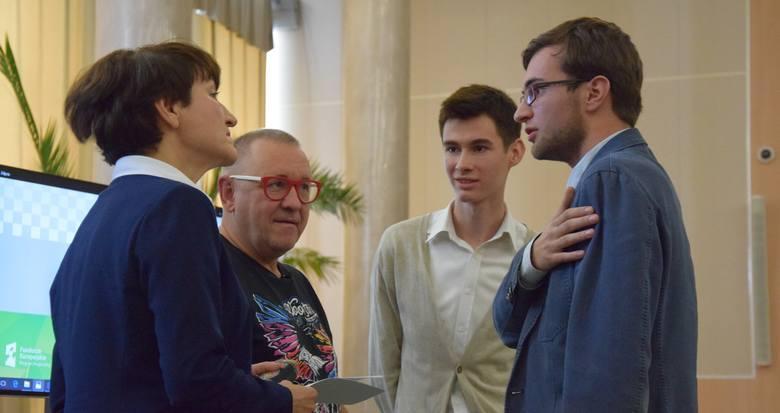 Marszałek Polak wraz z Jurkiem Owsiakiem rozmawiali w czwartek z młodymi ludźmi