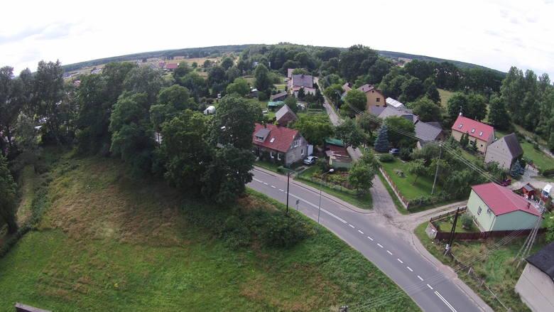 Czy widziałeś kiedykolwiek swój dom albo kawałek ziemi z góry? Masz okazję! Pokazujemy, jak z drona wygląda Zielona Góra Ochla. Zabaw się z nami i spróbuj