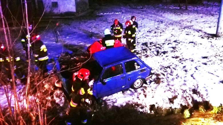 Do wypadku doszło w nocy z piątku na sobotę w Ujkowicach pod Przemyślem. - Kierujący fiatem 126p stracił panowanie nad swoim pojazdem, wypadł z drogi