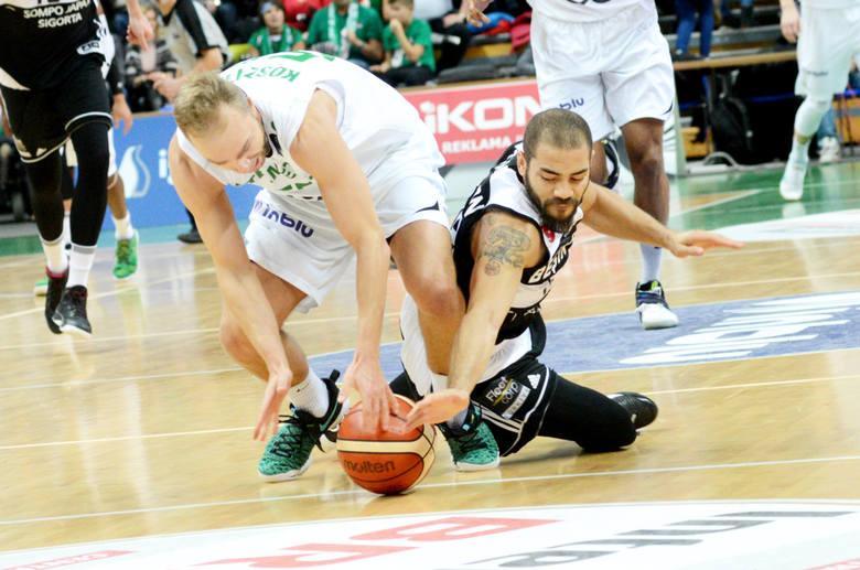 Łukasz Koszarek walczył z Michaelem Thompsonem, jednak nasz zespół nie miał pomysłu i nie potrafił zdobyć punktów przez ponad połowę trzeciej kwarty.