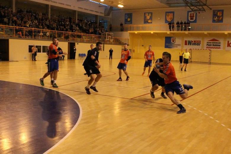 Olimp Grodków - Zagłębie Lubin 27-21Beniaminek z Grodkowa odniósł pierwsze zwycięstwo w rozgrywkach I ligi.
