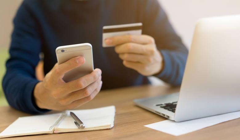 Bezpieczeństwo w internecie: co nam grozi? Jak omijać rafy w świecie online?