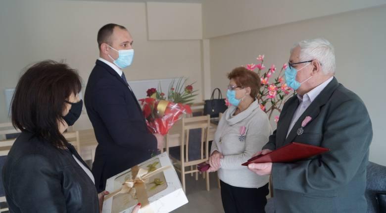 W poniedziałek 29 marca odbyła się uroczystość zorganizowana przez Huberta Czubaja, wójta Gminy Głowaczów, który wraz z kierownik Urzędu Stanu Cywilnego