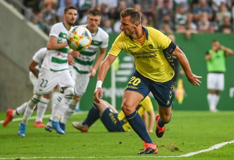 Kolejny mecz i kolejny gol Kamila Wilczka dla Broendby. Tym razem napastnik zagrał 90 minut i strzelił na 1:1 w 64. minucie. Co ciekawe, oddał w tym
