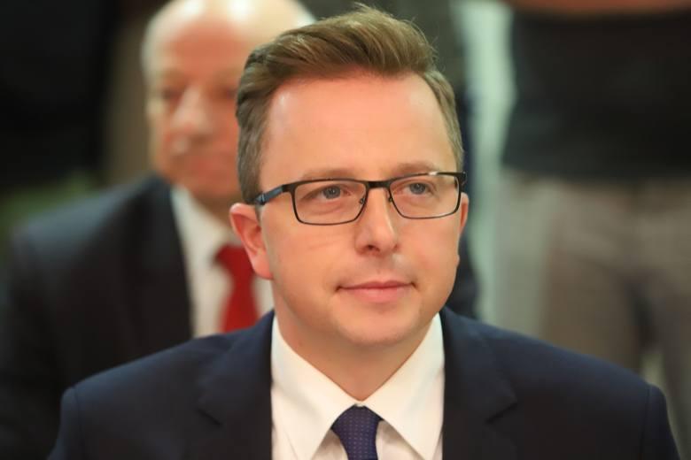 Dariusz Joński, radny KO, autor stanowiska w sprawie likwidacji składowiska odpadów w Zgierzu. Zmieniono je w taki sposób, że nie poparł go sam auto