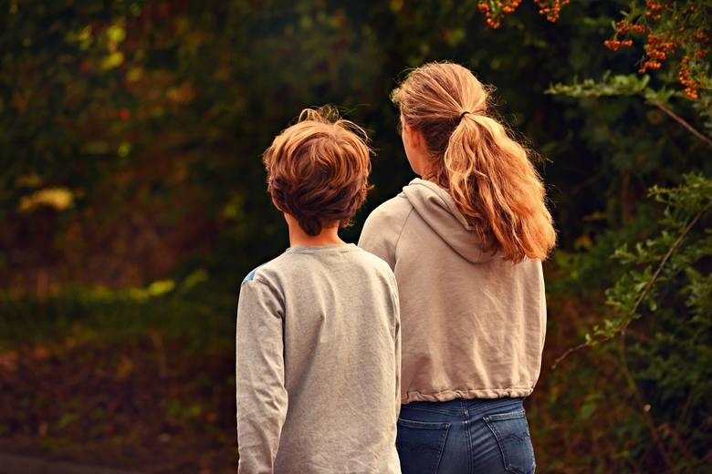 Świadczenia rodzinne: - zasiłek rodzinny oraz dodatki do zasiłku rodzinnego,- świadczenia opiekuńcze (zasiłek pielęgnacyjny, świadczenie pielęgnacyjne,