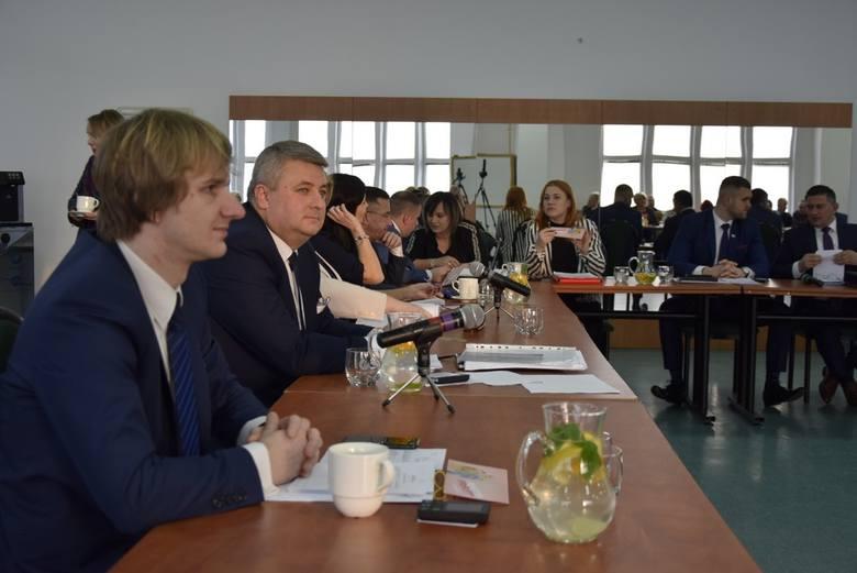 W czwartek, ostatniego dnia lutego rozpoczęła się V sesja Rady Miasta Skierniewice. W porządku obrad znalazła się między innymi uchwała ustalająca zasady