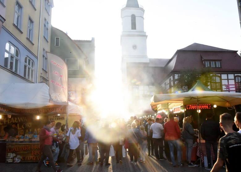 Winobranie 2019 dobiega końca. Jeszcze tylko do niedzieli (15 września) trwać będzie wielkie święto Zielonej Góry. Za nami kilka dni zabawy, spotkań, koncertów. W sobotę, 14 września sprawdziliśmy, co działo się w centrum miasta. Tłumy ludzi na jarmarku, muzyka i zabawa.  Zobacz kilka migawek z...
