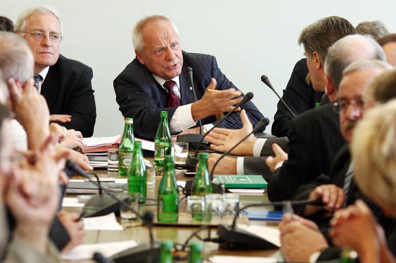 Z piękną opozycyjną kartą, jako współzałożyciel Zjednoczenia Chrześcijańsko-Narodowego, został posłem na Sejm kontraktowy w 1989 r. Potem pojawił się