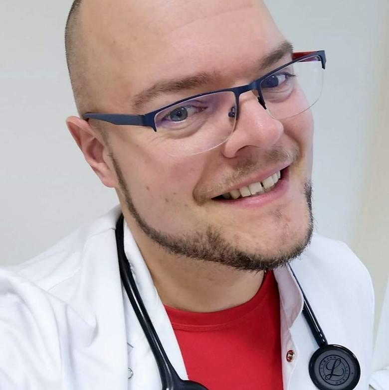 Szymon Barabach jest lekarzem kardiologiem w Kluczborskim Centrum Kardiologii.